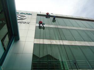 jasa pembersih kaca gedung di bandung
