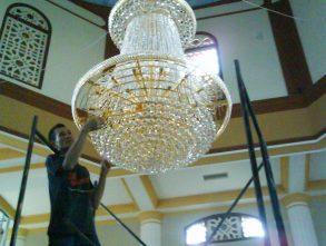 CUCI & SERVICE LAMPU KRISTAL di BANDUNG